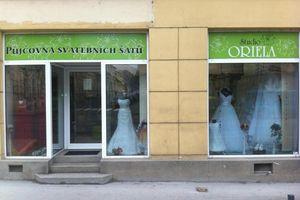 53409ff3148 Svatební salon a půjčovna svatebních šatů Oriela