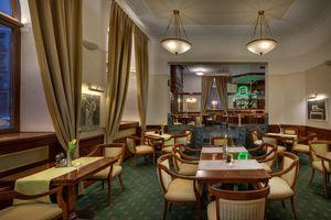 V-Café Bar & Restaurant